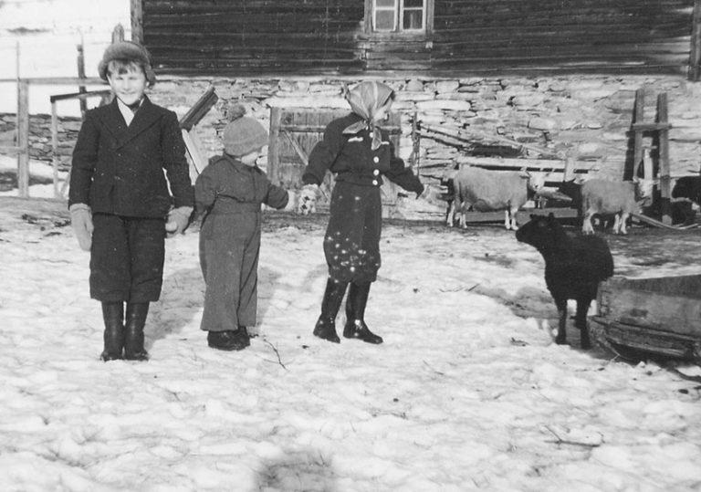Jodiske-barn-pa-gard