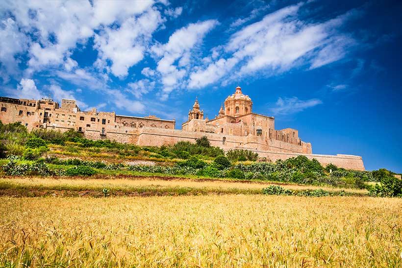 Malta-kirke-åker