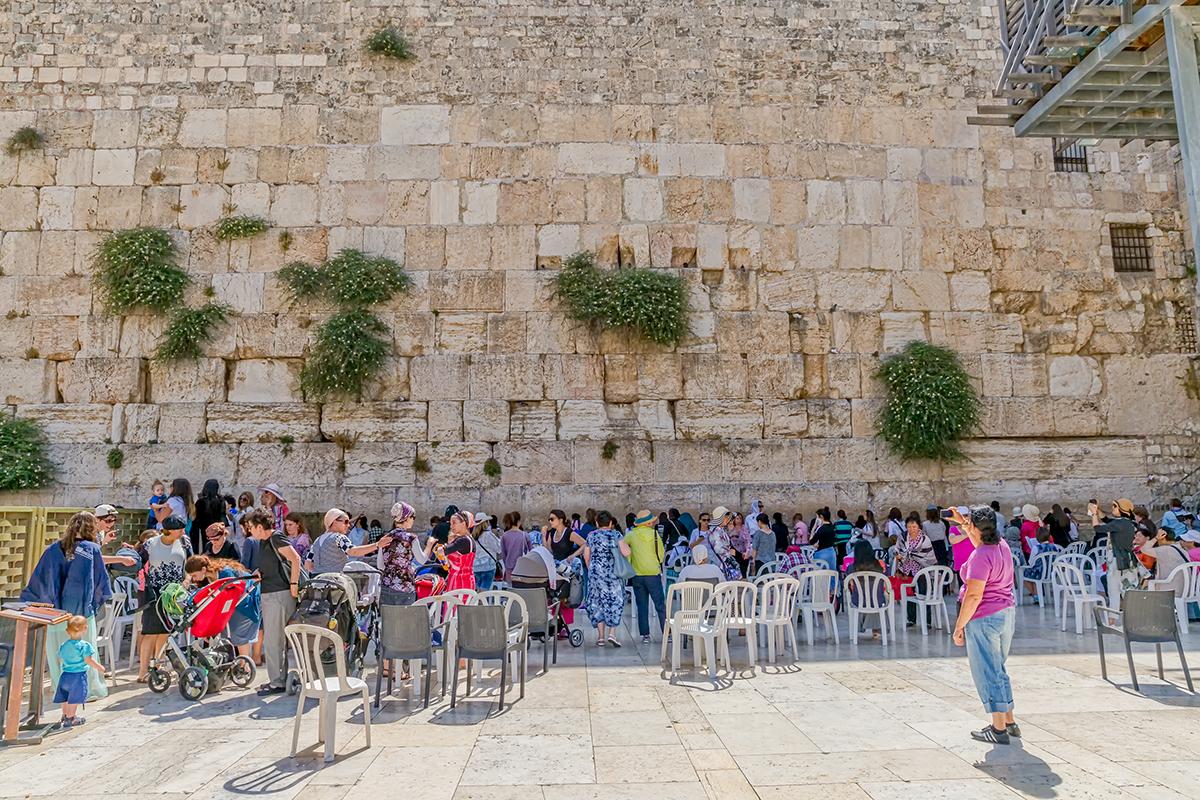 Vestmuren kvinner ber